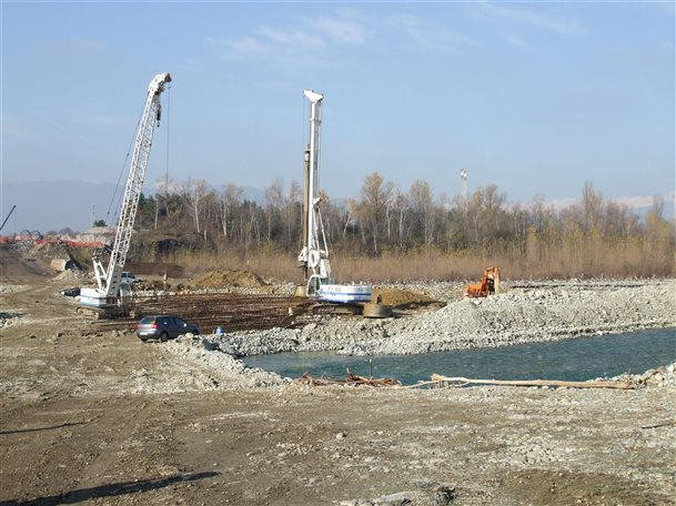 Civil Engineering: Diaphragm Walling, Piling, Consolidation